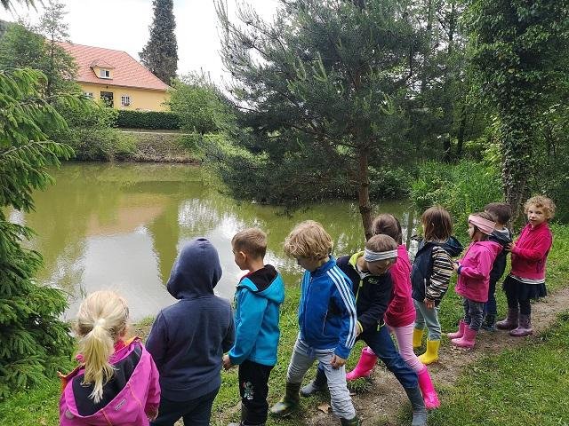 Izvedli smo poskus in raziskovali naravo